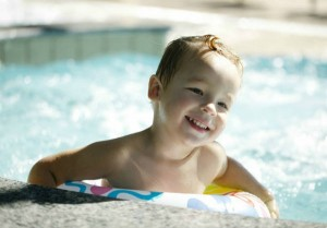 10 Tips to Ease Your Child's Fear of Swimming